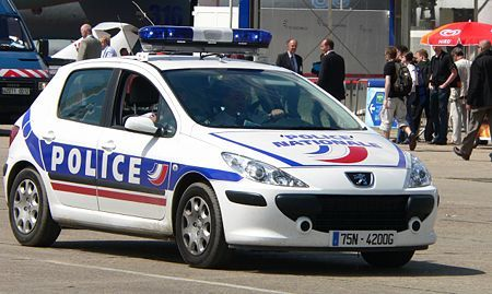 https://upload.wikimedia.org/wikipedia/commons/thumb/e/e2/French_Police_p1230006.jpg/450px-French_Police_p1230006.jpg     -Policia Francesa - Peugeot