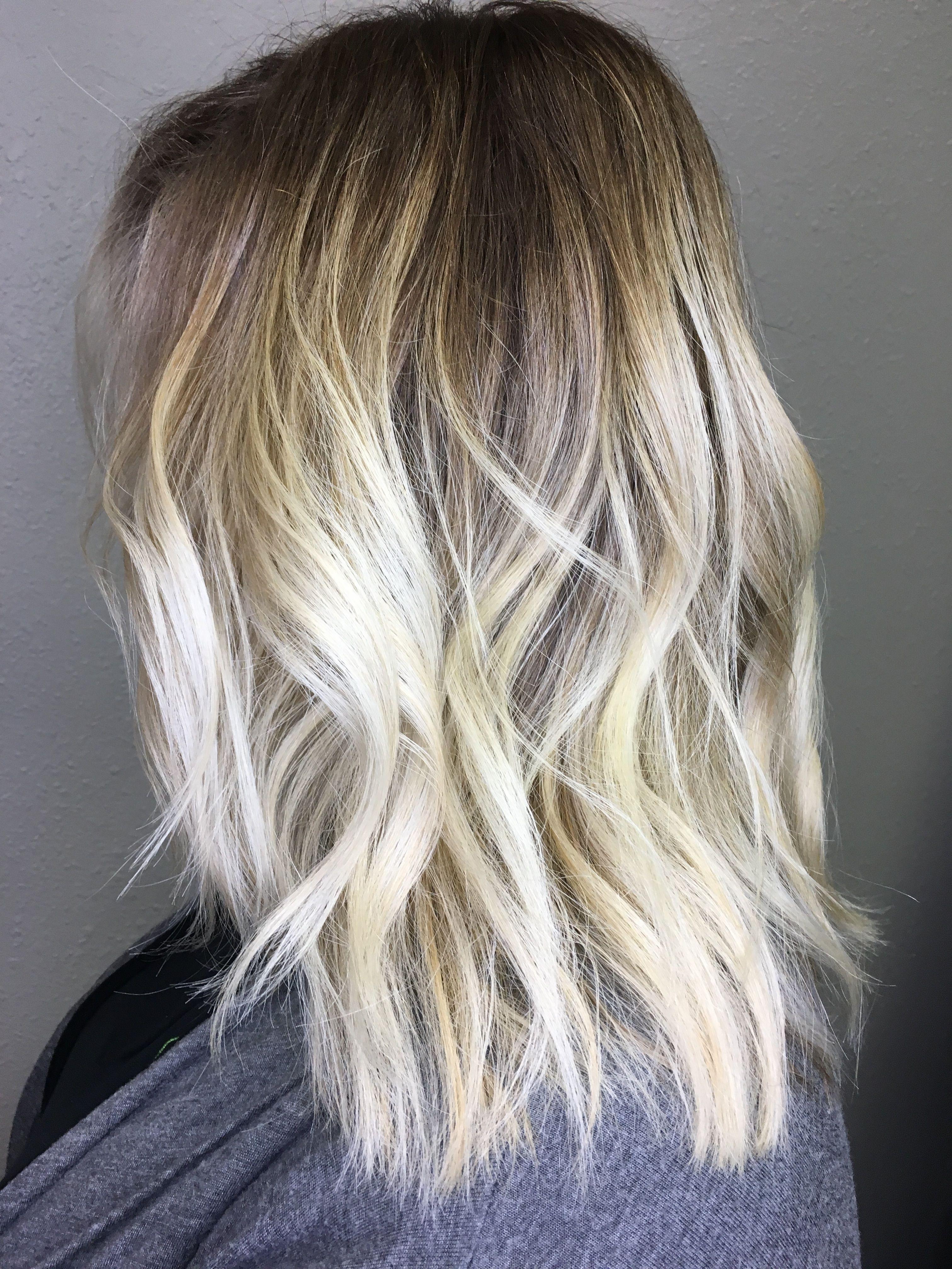 Blonde Balayage Dark Roots With Bleach Blonde Ends Medium Length Hair Beach Waves Balayage Hair Blonde Medium Dark Roots Blonde Hair Blonde Balayage