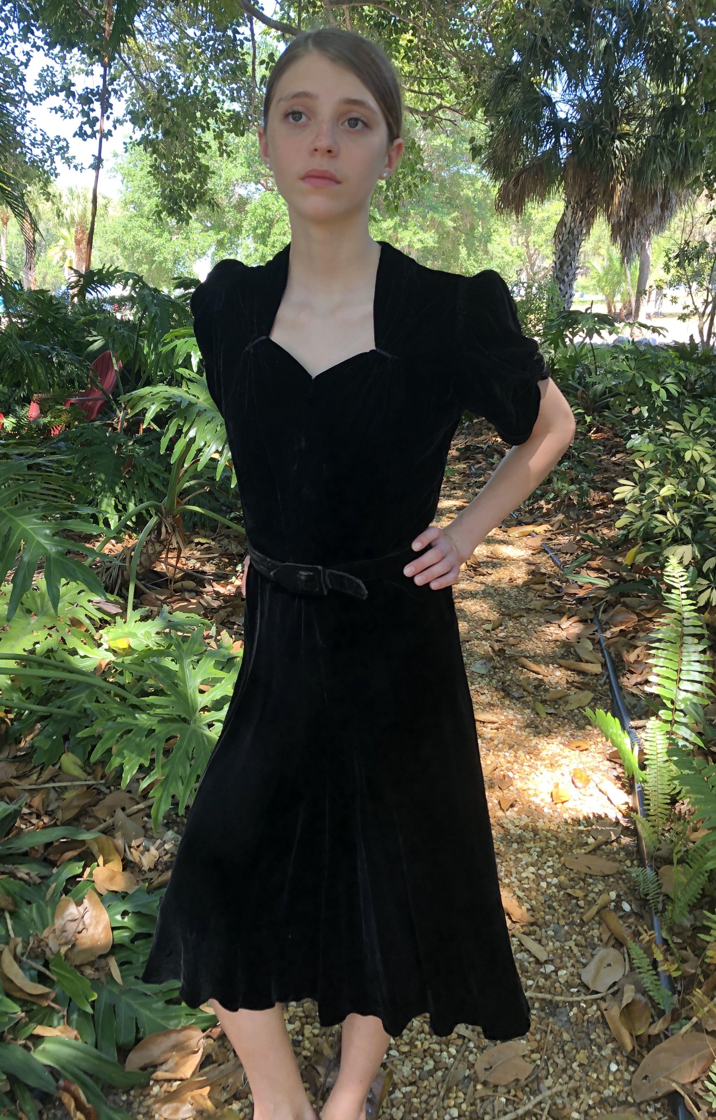 1940s Black Velvet Dress Black Velvet Dress Vintage Outfits Dresses [ 3859 x 2469 Pixel ]