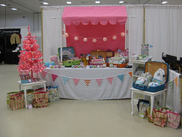 Christmas Craft Booth Ideas Part - 38: Pretty Craft Booth. Love The Pink Christmas Tree! Suitcases - Easy To Pack  Away