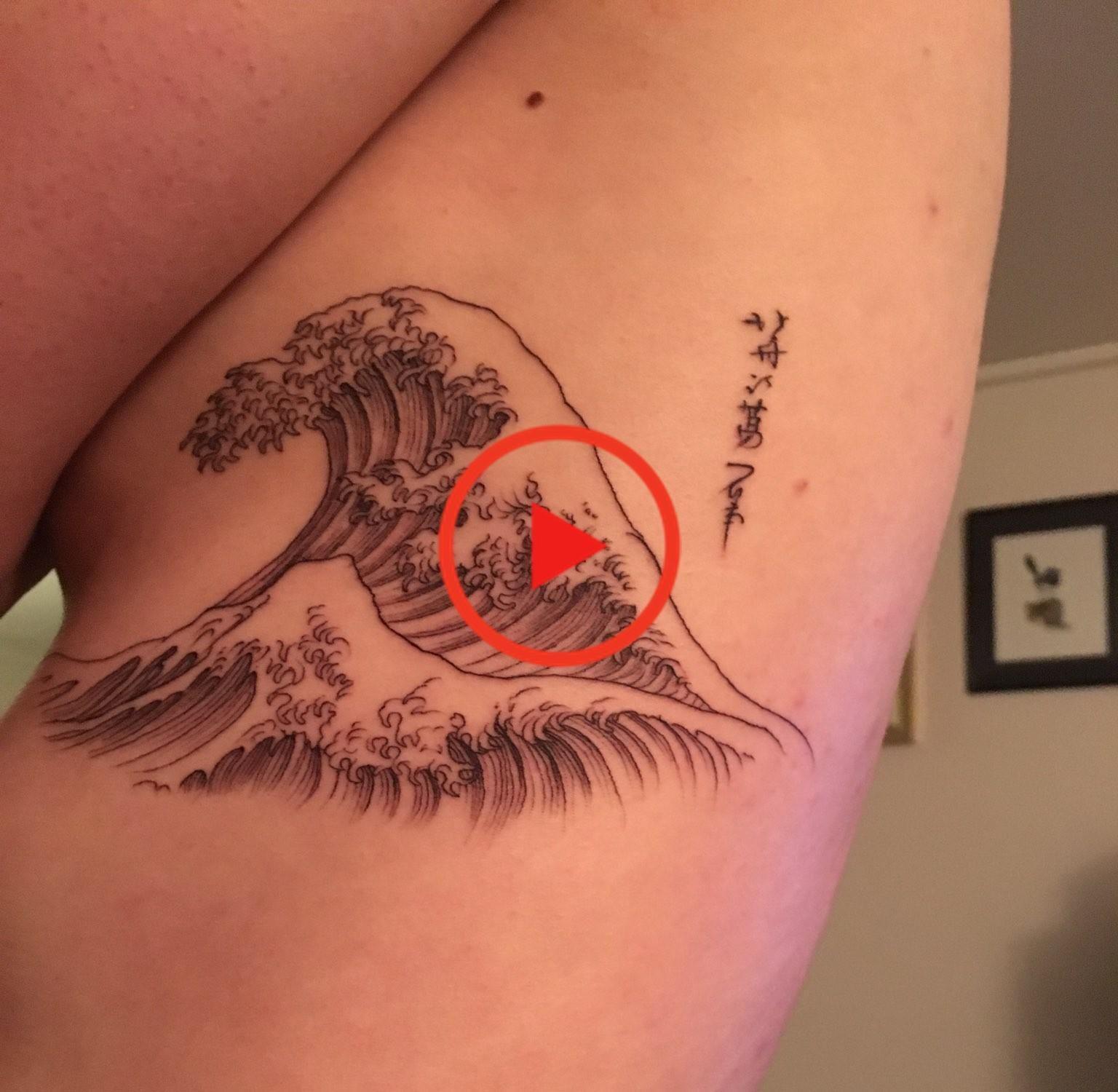 The Great Wave Of Kanagawa Tattoo By J At Hidden Moon Tattoo Melbourne Bestsleevetattoos Tatuagem Tatuagens Japonesas