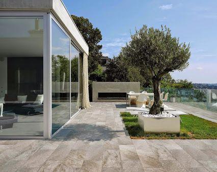 Une belle terrasse avec MUSIS série Project Stone gris, une - photo terrasse carrelage gris