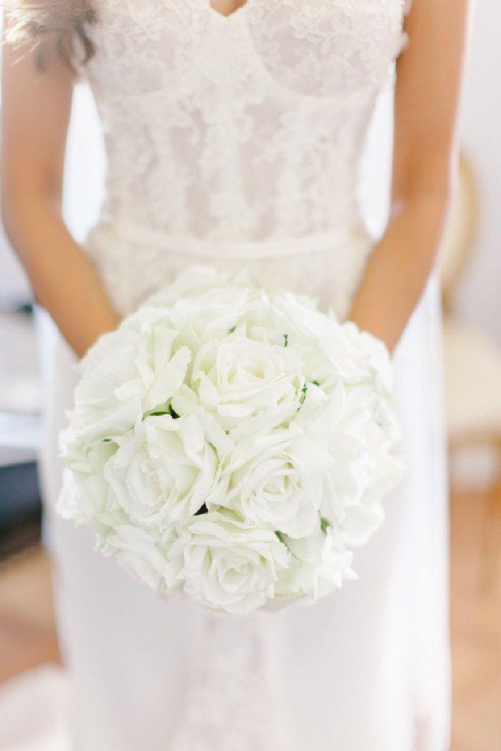 Pure white bridal bouquet + Steven Khalil wedding dress | itakeyou.co.uk #wedding #weddingbouquet #whitebouquet  #elegantwedding #white #goldwedding #fairytalewedding