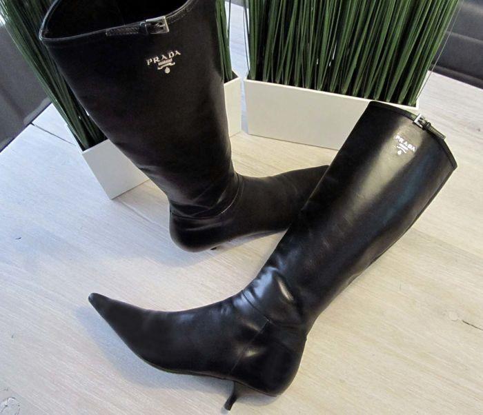 9b6f94517b4 Prada - Kneehigh Boots Mooie knielaarzen van PradaGemaakt van soepel leer  en voorzien van een rubberen
