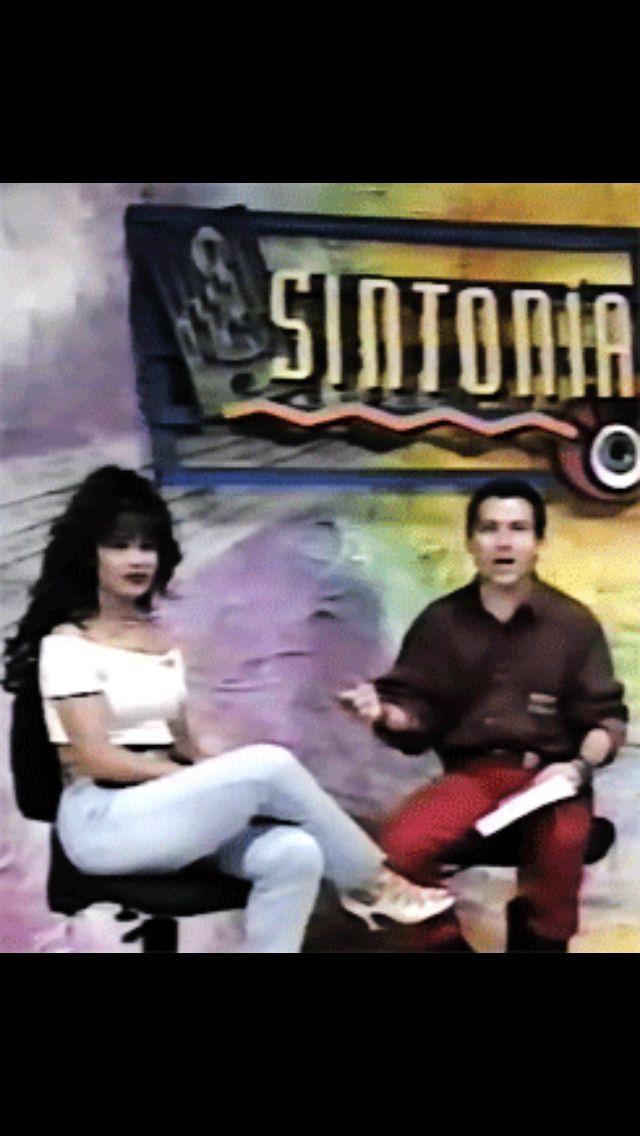 Selena rare pics. Photographer unknown.