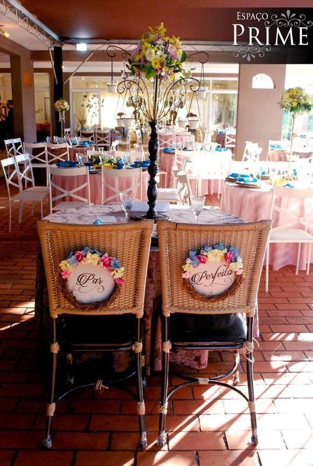 Momentos únicos, devem ser marcados de uma forma única!  Depois da cerimônia, o momento em que os recém casados se sentam para apreciar o jantar é único e especial, e será lembrado para sempre.  Que tal ter fotos incríveis desse momento, com placas lindas, que expressam o amor de vocês?  As placa...