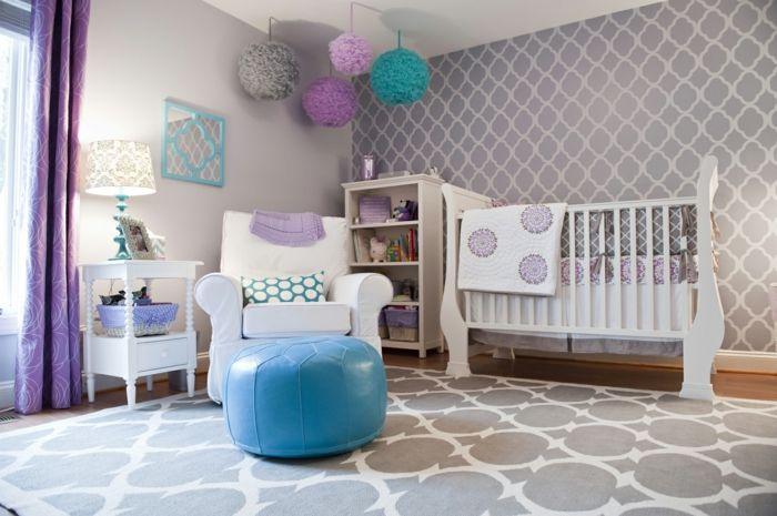 kinderzimmer einrichten blauer hocker bunte papierdekorationen ... - Kinderzimmer Blau Turkis
