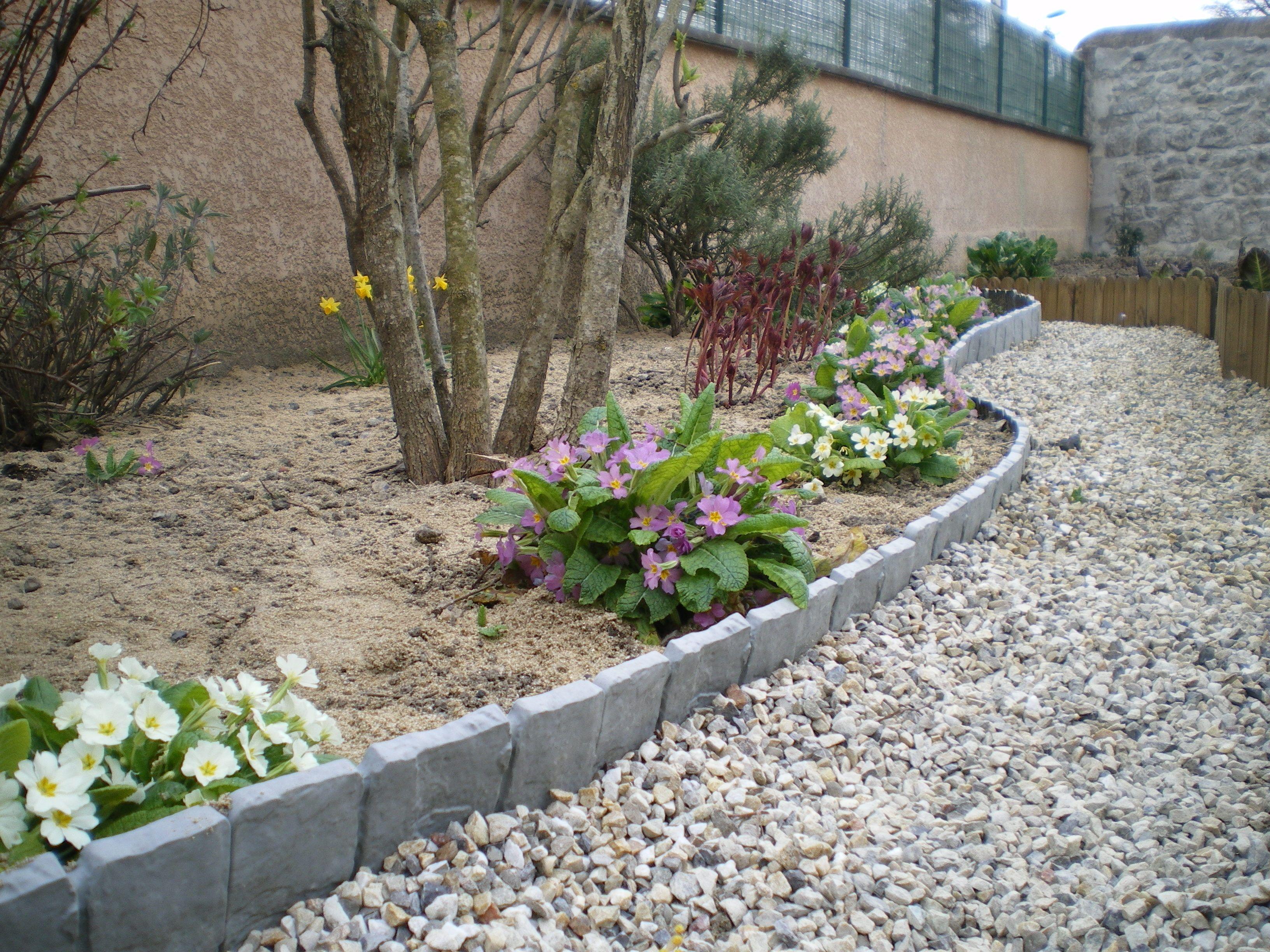 Delimitez Vos Allees De Jardin Avec De Belles Bordurettes Imitation Pierre Garden Jardins Bordure De Jardin Bordure Jardin