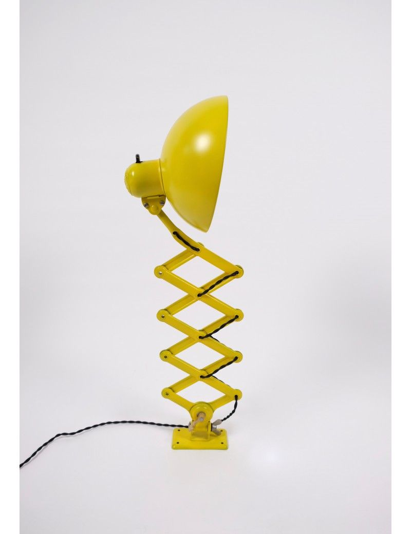 Christian Dell Kaiser Idell Model 6718 Super Sakselampe Gul