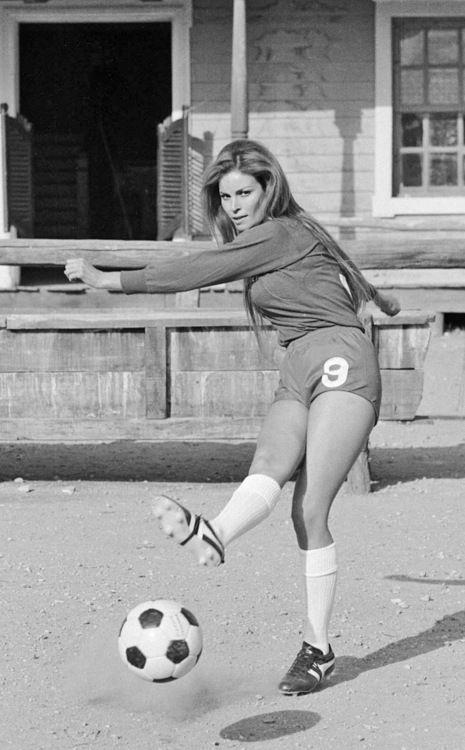 Raquel Welch ~ 1971