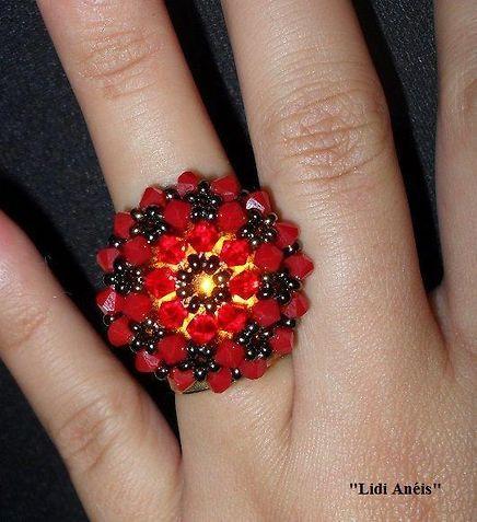 """Anel com cristais SWAROVSKI """"vermelho acrílico e fosco"""" (4mm)."""