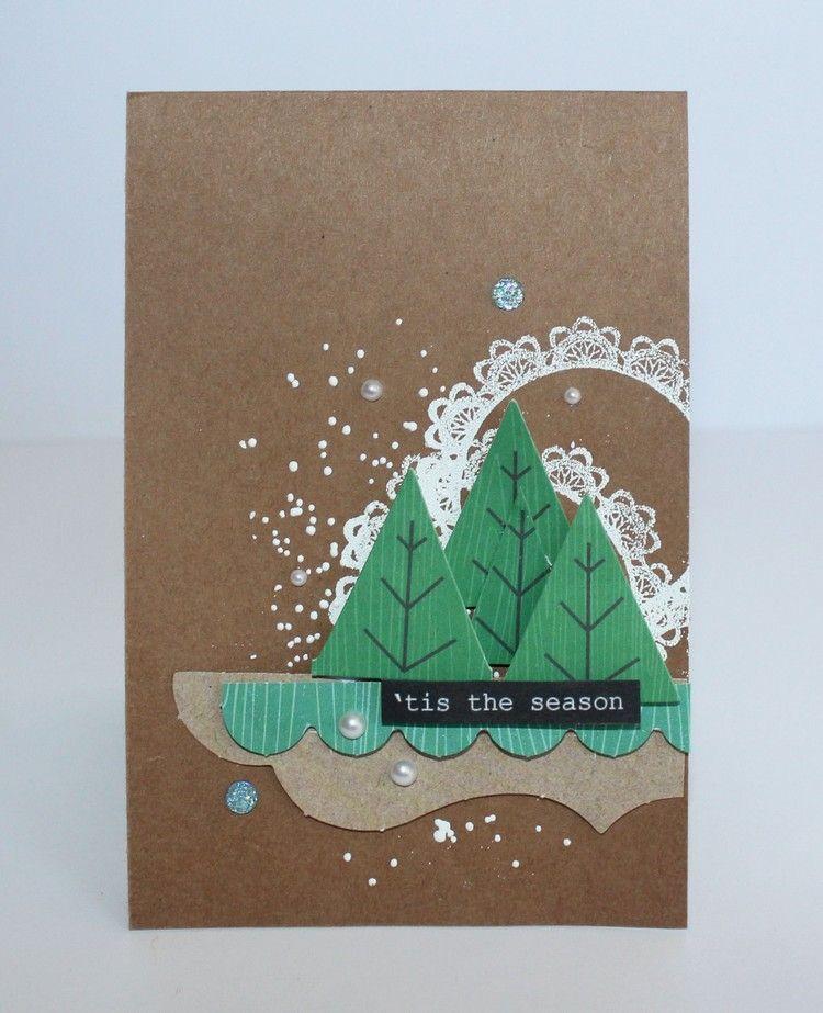grüne Tannenzweige aus Papier auf Braunpapier kleben