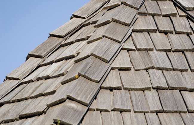 4 Common Types Of Roofs Wood Shake Roof Asphalt Roof Shingles