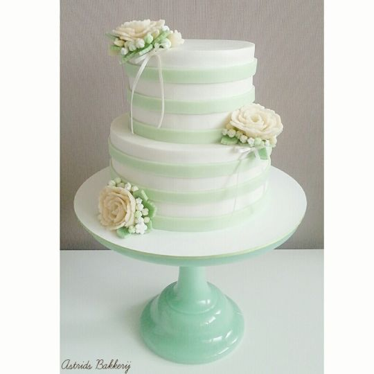 mint/peach/white weddingcake