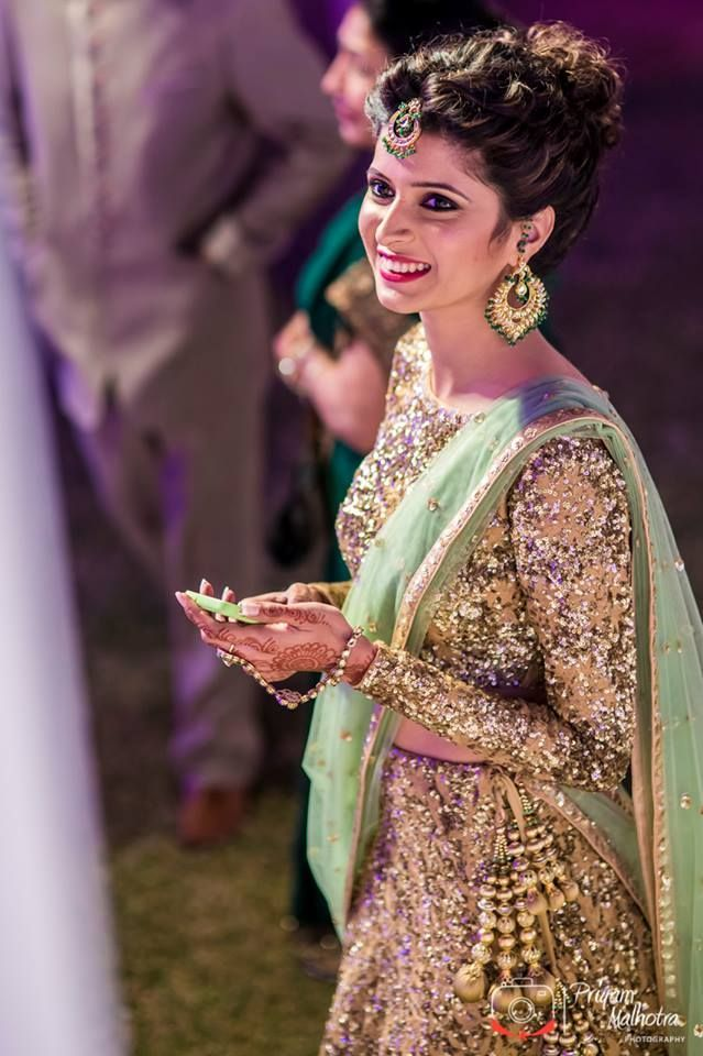 indian wedding hairstyle gallery%0A Indian bride wearing bridal lehenga and jewelry