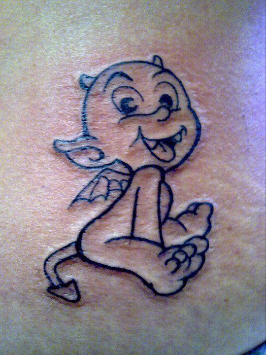 Tattoo tatouage diable trait ligne tatouages filou noir et blanc pinterest piercing - Tatouage trait bras ...