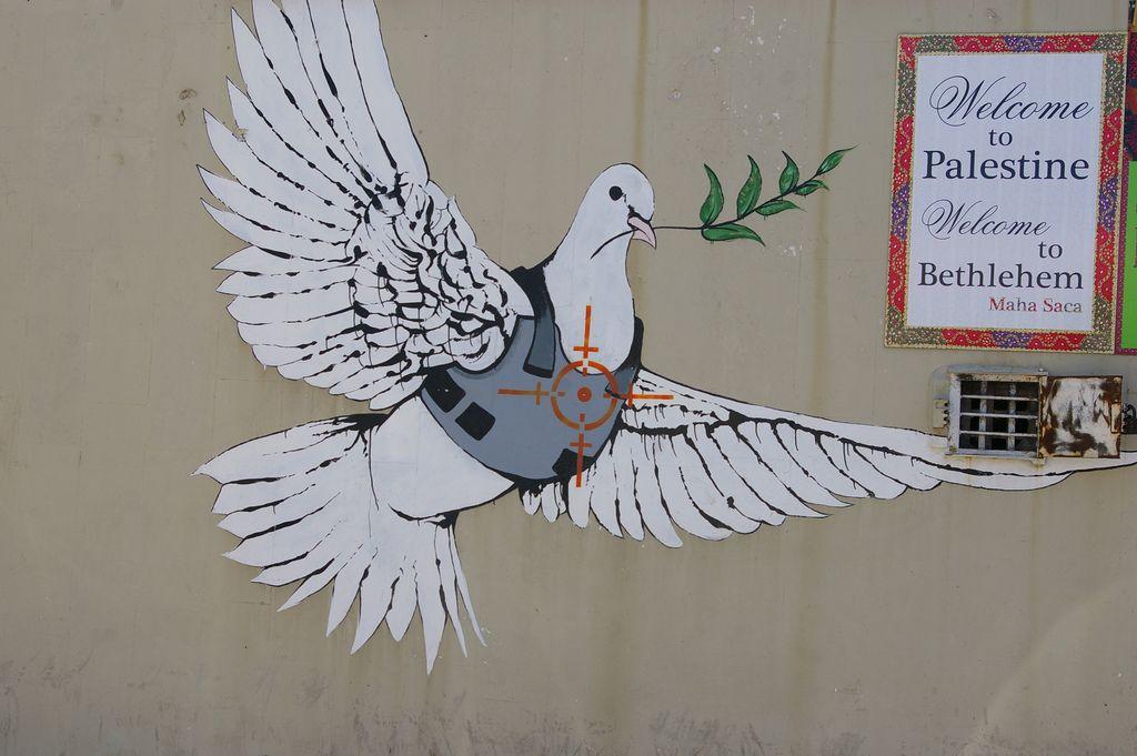 La Paz Amenazada Banksy Palestina Muro De La Vergüenza Banksy Artistas Callejeros Mural