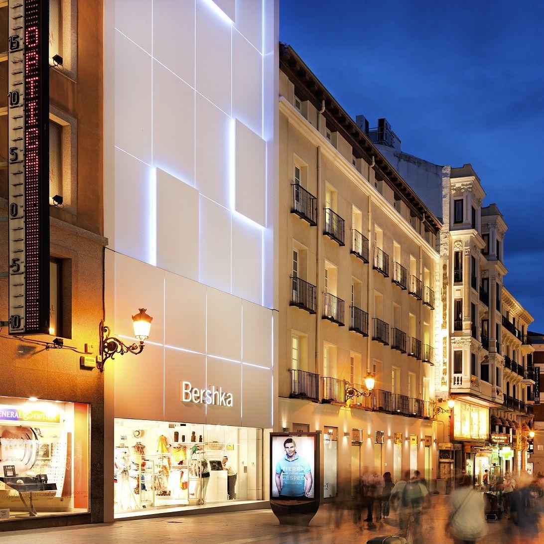 Fachada de Bershka INDITEX Madrid Iluminacion LED