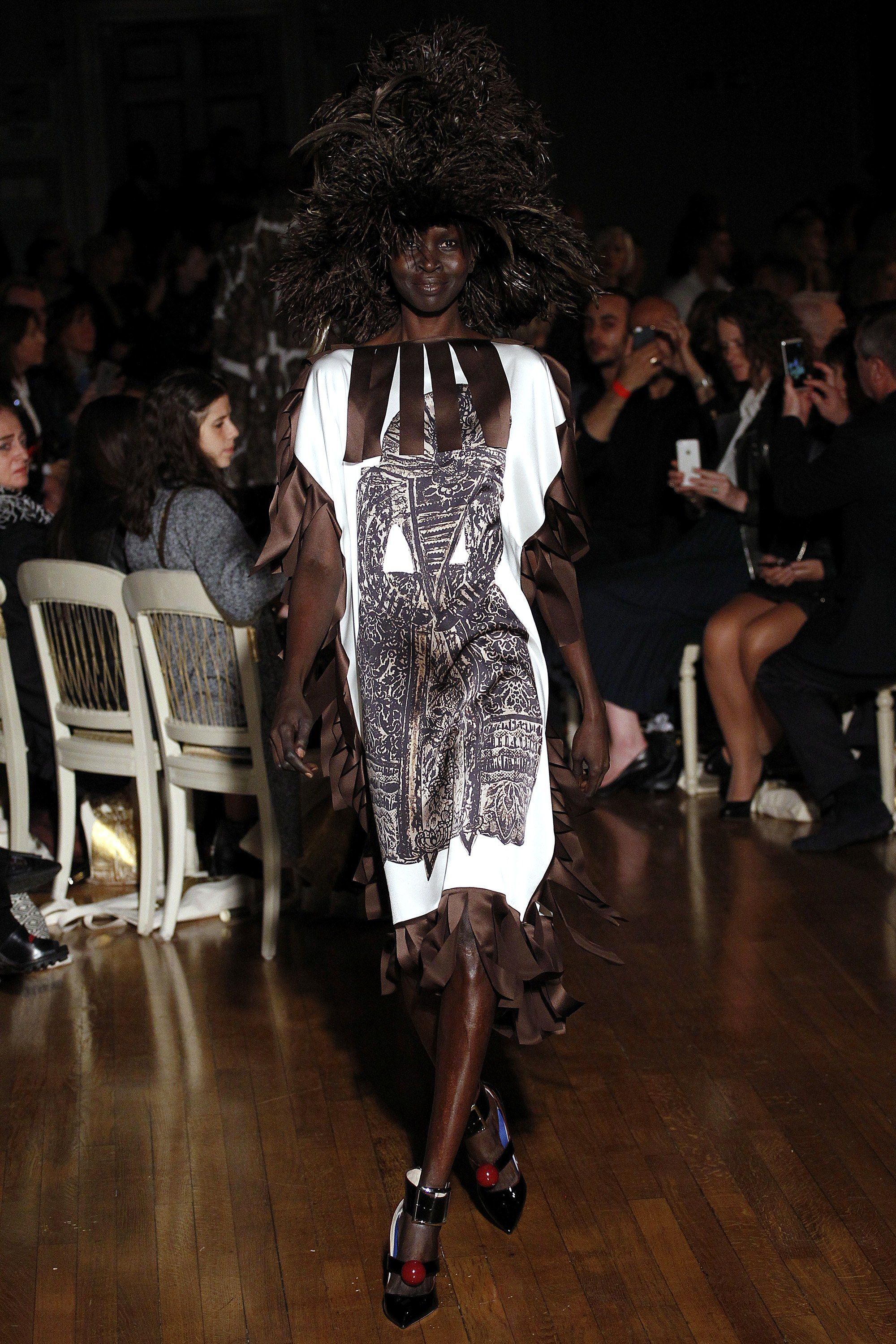 Giles Spring 2016 Ready-to-Wear Fashion Show - Alek Wek