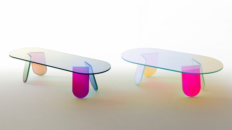 Patricia Urquiola coats furniture with an iridescent sheen - asymmetrischer stuhl casamania