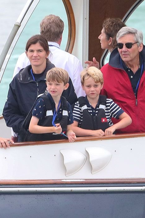 Kate Middleton accepts WOODEN SPOON after losing regatta against Prince William - best photos - Emmanuel's Blog