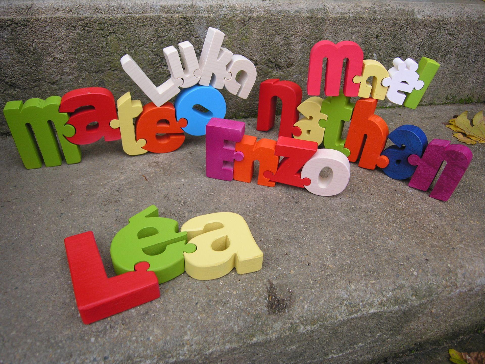 lettres en bois pour composer le pr nom de votre enfant jeux jouets par boisdeveil renne. Black Bedroom Furniture Sets. Home Design Ideas