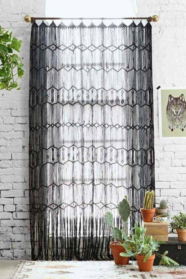 rideaux crochet romantique hippie macram brique fen tre noire crochet pinterest fen tres. Black Bedroom Furniture Sets. Home Design Ideas