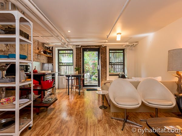 This Manhattan Apartment Is The Perfect Place To Turn Your Inner Artist Loose Http Www Nyhabita New York Apartment New York Apartments Furnished Apartment