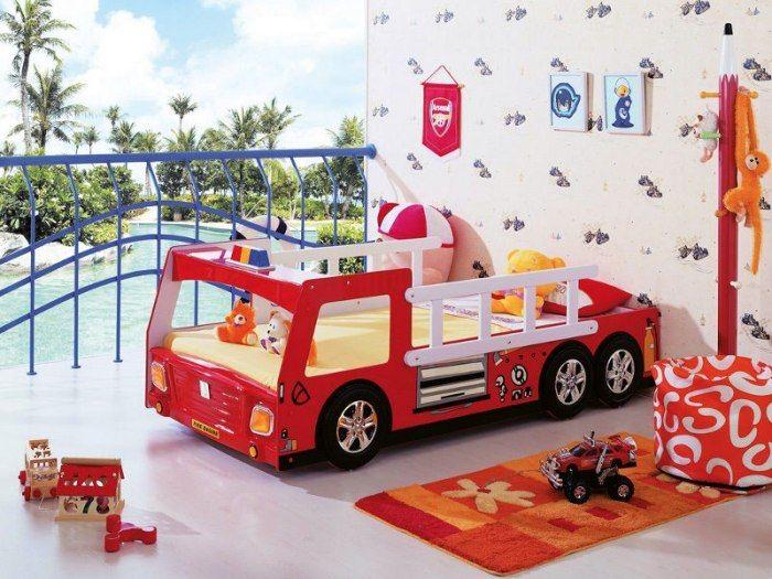 Kinderbett auto  Kinderbett Auto für kleine Kinder-rotes Holzgestell-Feuerwehrwagen ...