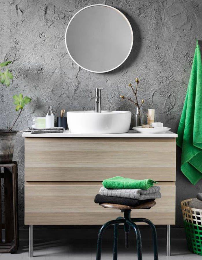 une salle de bains grise aux murs recouverts denduit effet bton - Enduit Salle De Bain