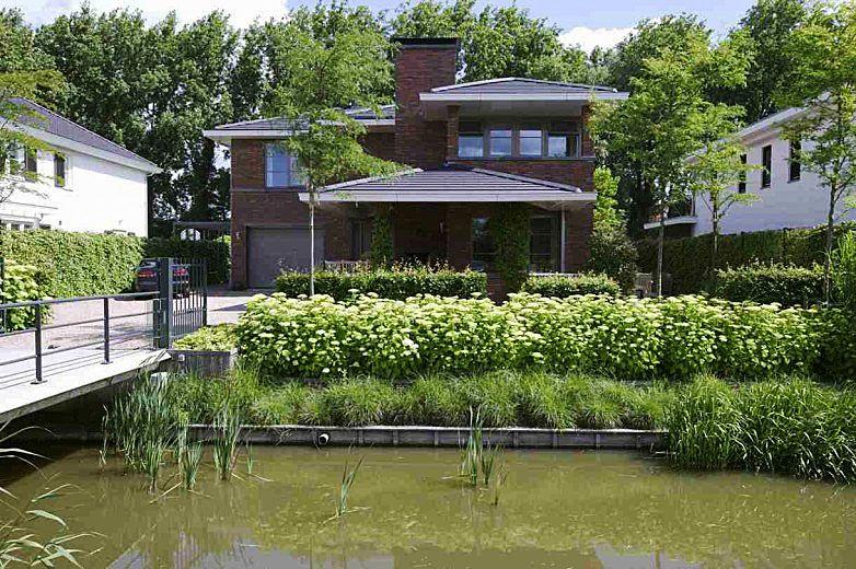 Verstilde, strakke tuin bij huis in Frank Lloyd Wright-stijl - walhalla.com