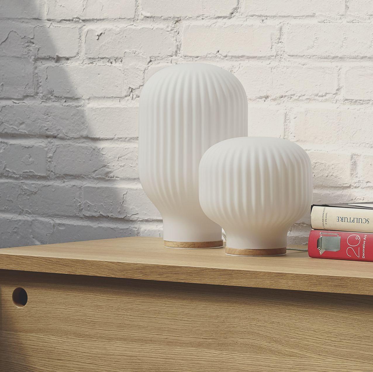 Baja Lampe De Table 19cm En Verre Blanc Lampes De Table Lampe De Table Blanche Mobilier De Salon