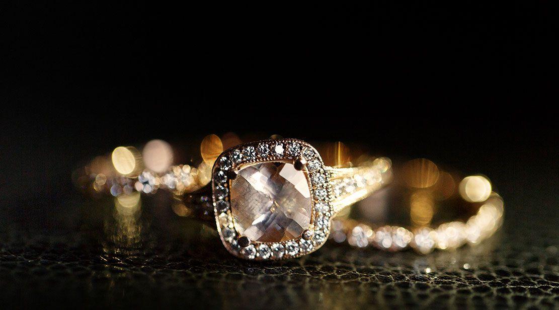 تفسير الذهب في الحلم للنساء للعزباء للحامل وتفسير حلم شخص يعطيني ذهب Gemstone Rings Gold Metal Wedding Rings