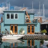 Seattle has a thriving houseboat culture with over 500 floating homes that dock…