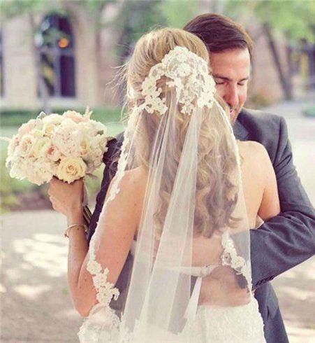 15 coiffures de mariée avec un voile approuvées par la