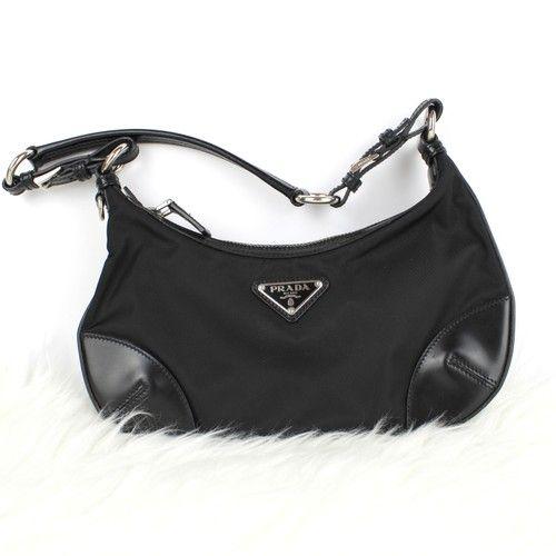 09de7f723f595 Prada Handtasche in Schwarz