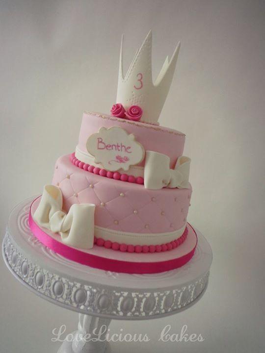 Pretty White Crown Pink Birthday Cake Birthday Cakes Pinterest