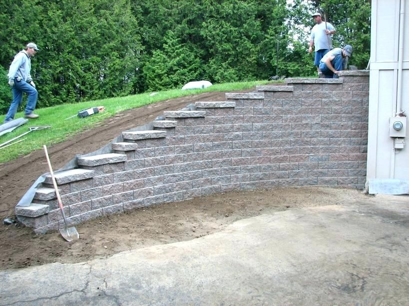 How To Build A Retaining Wall On A Slope The Construction Of Retaining Walls Building R Landscaping Retaining Walls Backyard Retaining Walls Modern Landscaping