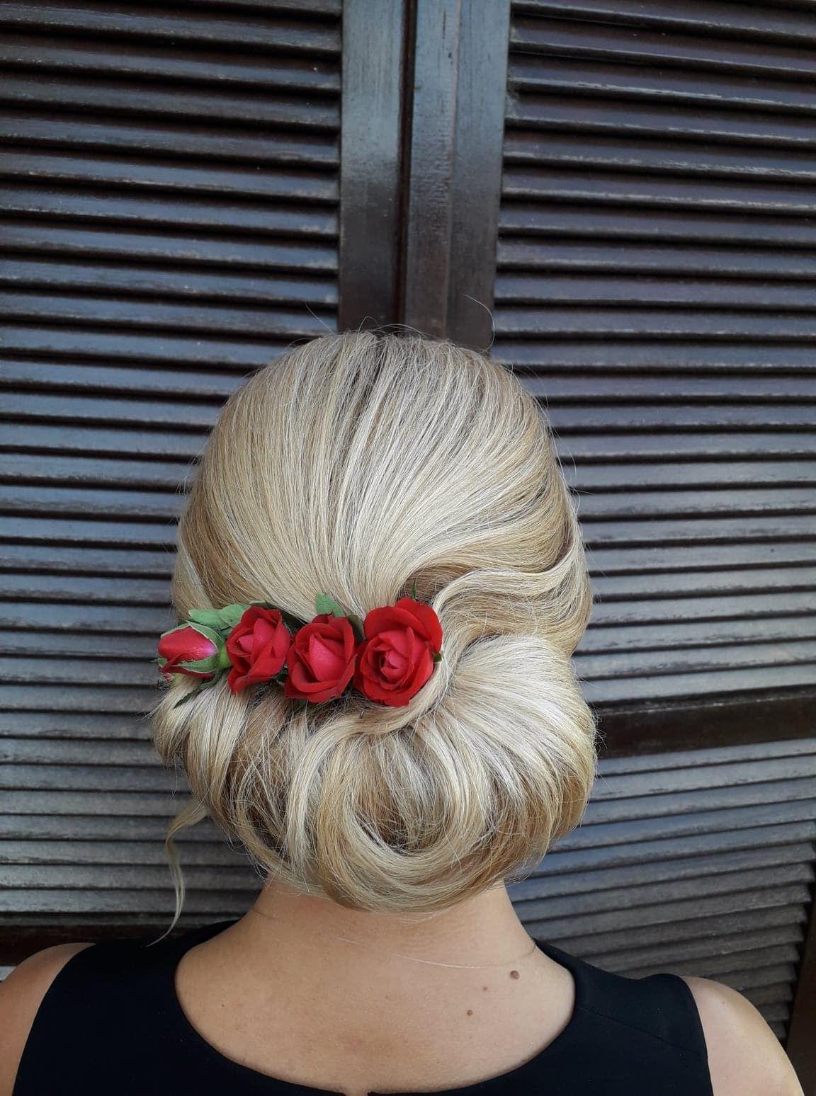 Chignon Tendance Chignon De Mariee Roses Blonde Realisation Par Sandrine C Coiffeuse A Domicile Viadom Blonde Chi Chignon Tendance Chignon Mariee Coiffure