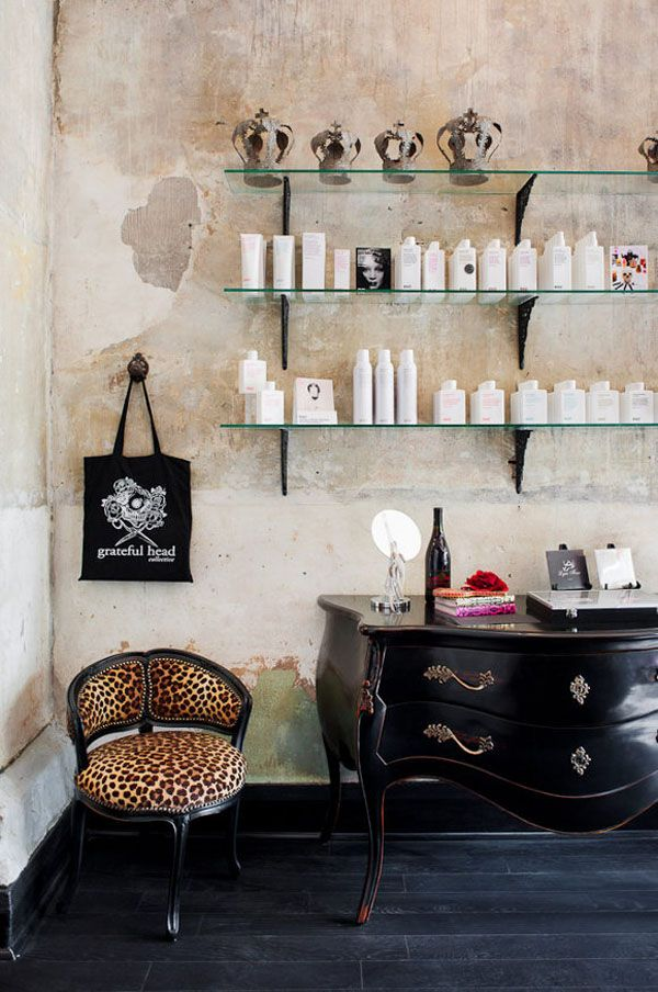 Un salon de coiffure au style Glam\'rock | Salons, Salon ideas and ...