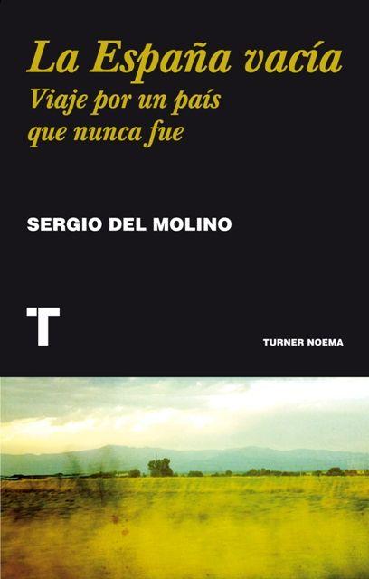 """""""La España vacía: viaje por un país que nunca fue"""" Sergio del Molino. Un viaje histórico, biográfico y sentimental por un país deshabitado dentro de España. En solo veinte años, entre 1950 y 1970, el campo español se vació. Un ensayo emocionante y necesario sobre las raíces de un desequilibrio que hace tanto daño a la ciudad como al campo • Un viaje a los pueblos de la España vacía y un análisis de la literatura, el cine y la historia que los relata."""