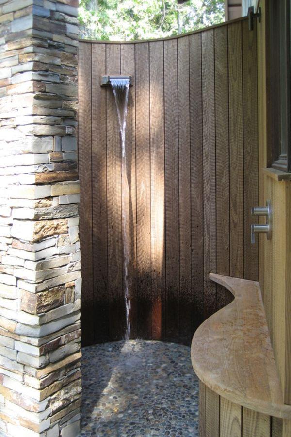 Uberlegen Gartendusche Mit Holzsichtschutz Und Steinwand , Steinboden