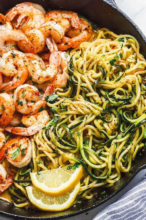 Photo of shrimp dish with butter, lemon and garlic with zucchini – Gesundes Essen