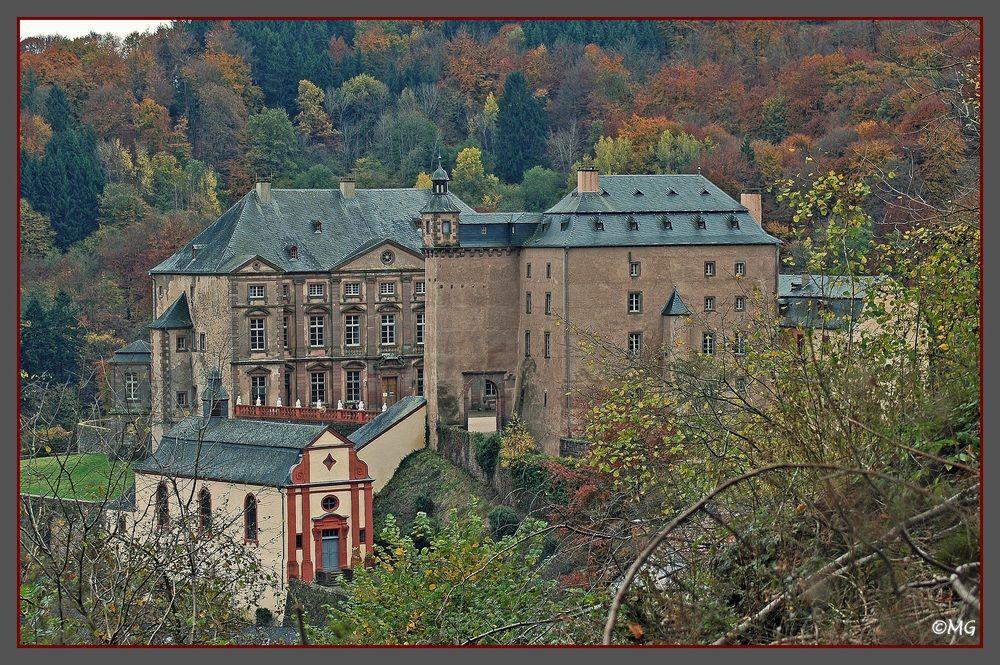 14 Minutes Schloss Malberg Mit Schlosskapelle In Der Eifel Burgen Und Schlosser Ausflugsziele Schlosser Deutschland