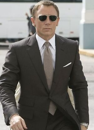 Daniel Craig as James Bond in  Quantum of Solace  (2008). Craig s suit is  by Tom Ford (my favorite brand). And that is a boss tie! 1f29cba8b23b