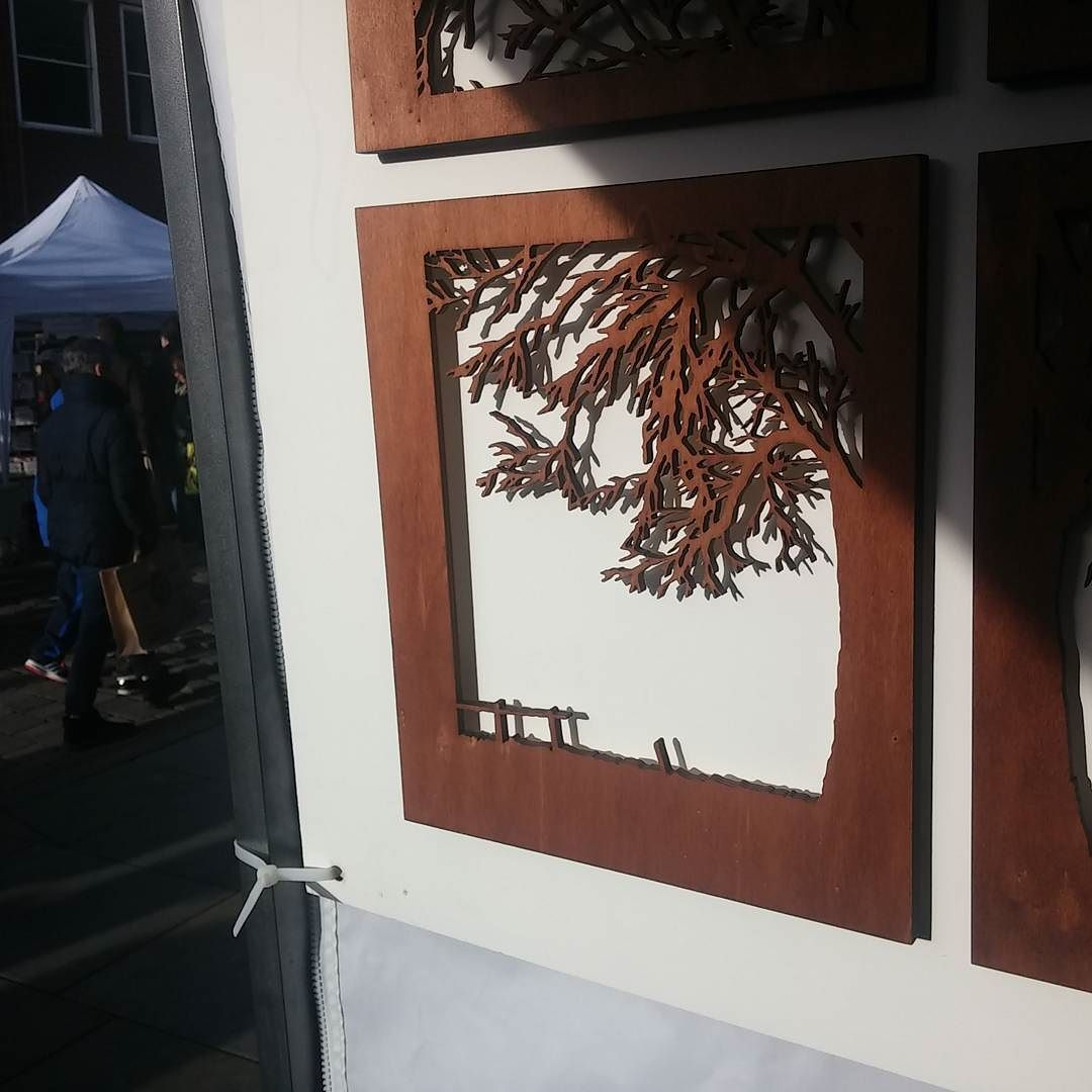 A little bit of sunshine on the quadrant tree @treaclemarket  #sunnychristmas #treaclemarket #lasercut #wooden #tree #artwork by for_me_and_for_you_designs