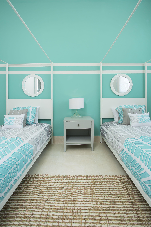 Decorar el dormitorio con el color aqua ya sea en las for Decoracion de la pared para el dormitorio