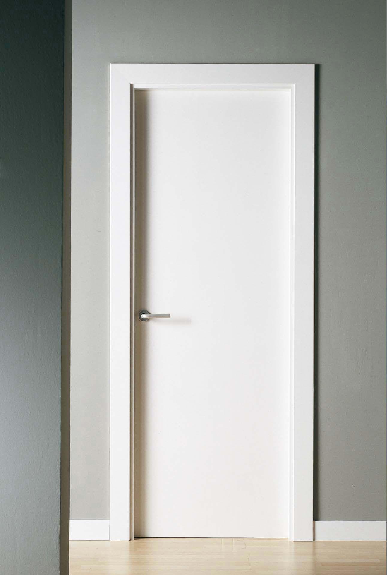 Puerta maciza lacada completa a falta de manilla con for Puertas blancas modernas