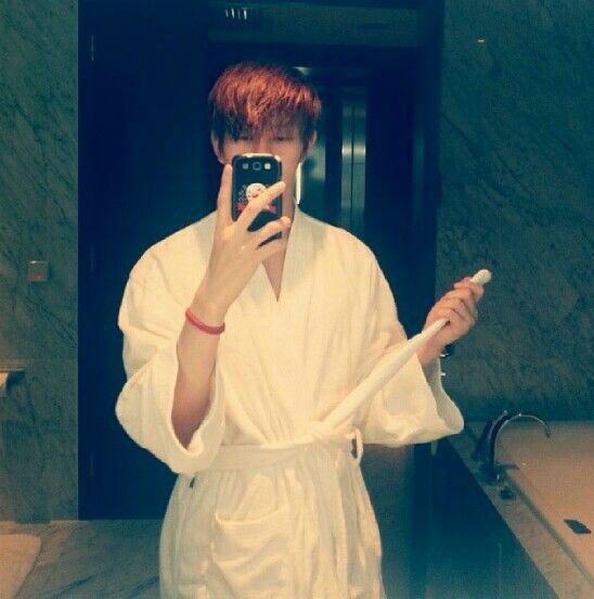 Stop teasing us Heechul !!!  We dare you to pull that belt.