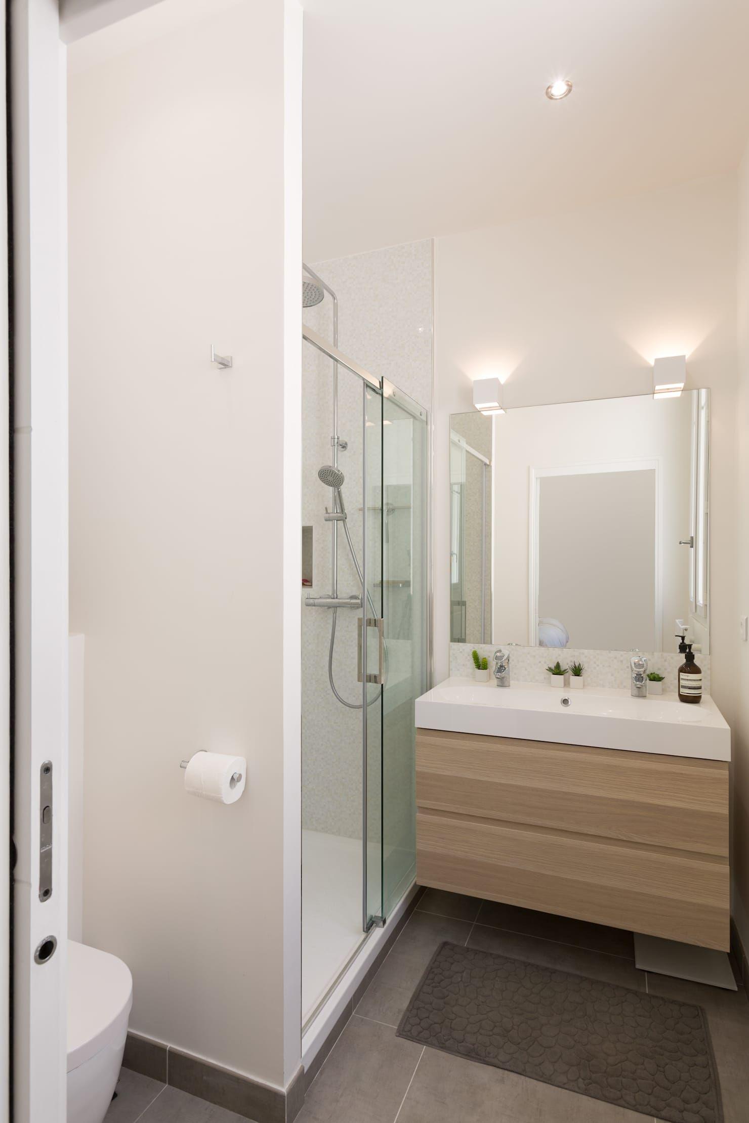 Rénovation d'un appartement rue daru salle de bain scandinave par mon concept habitation scandinave | homify